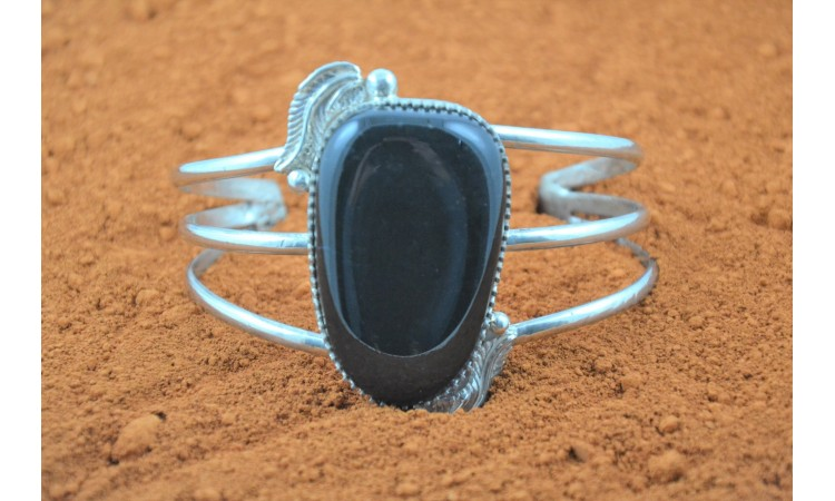 Black onyx and feathers Bracelet