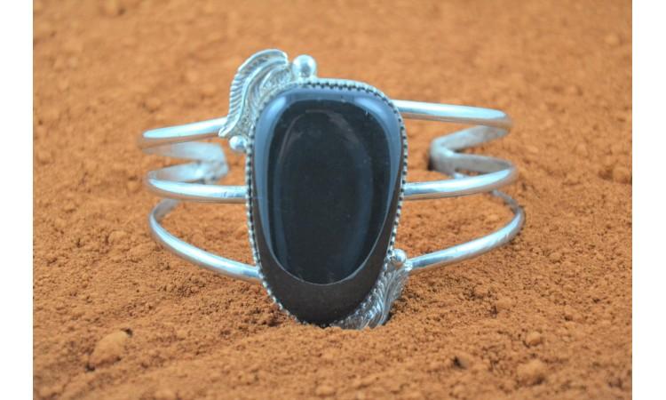 Bracelet onyx et plumes