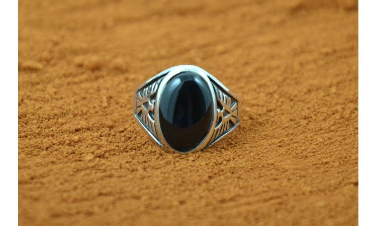 Black onyx thunderbird Ring Size 9 1/4