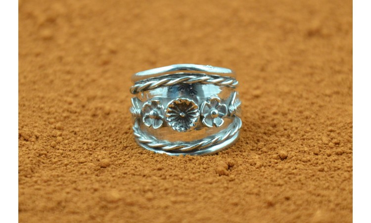 Rosettes and feathers Ring