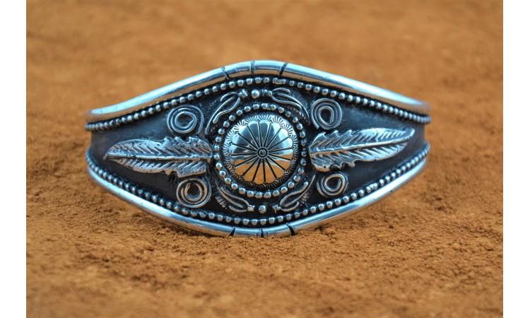 Bracelet concho et plumes